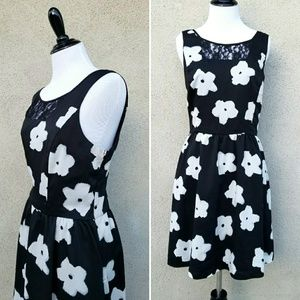 Kensie Floral Fit and Flare Sleeveless Dress